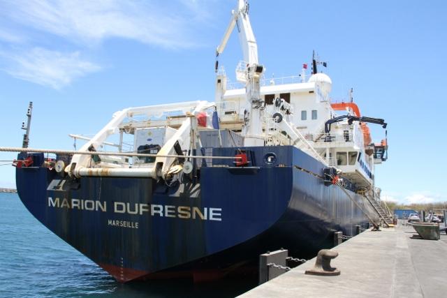 Forskningsfartøyet Marion Dufresne ved kaia på Reunion Island.